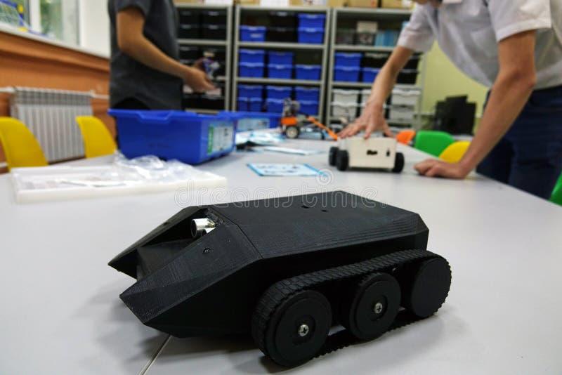 Machine du ` s d'enfants, assemblée à partir des parties du concepteur robotique Pièces en plastique pour le concepteur photos libres de droits