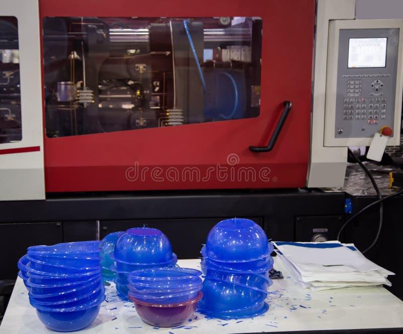 Machine en plastique de presse de moulage par injection photo stock