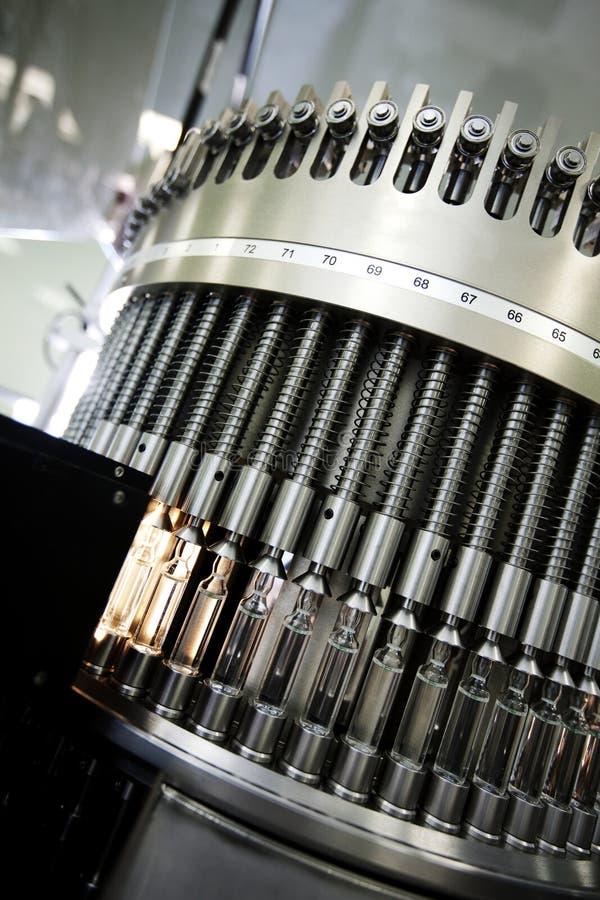 Machine in farmaceutische installatie stock afbeeldingen