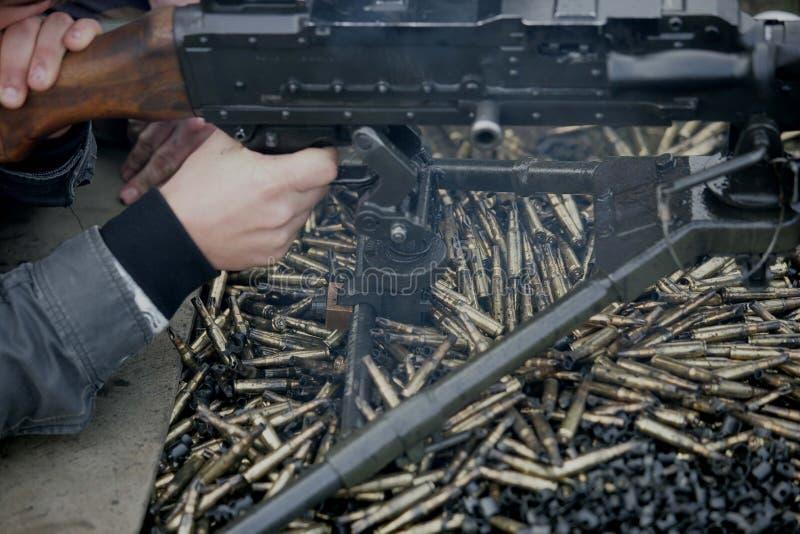 Machine-gun nell'azione immagini stock libere da diritti