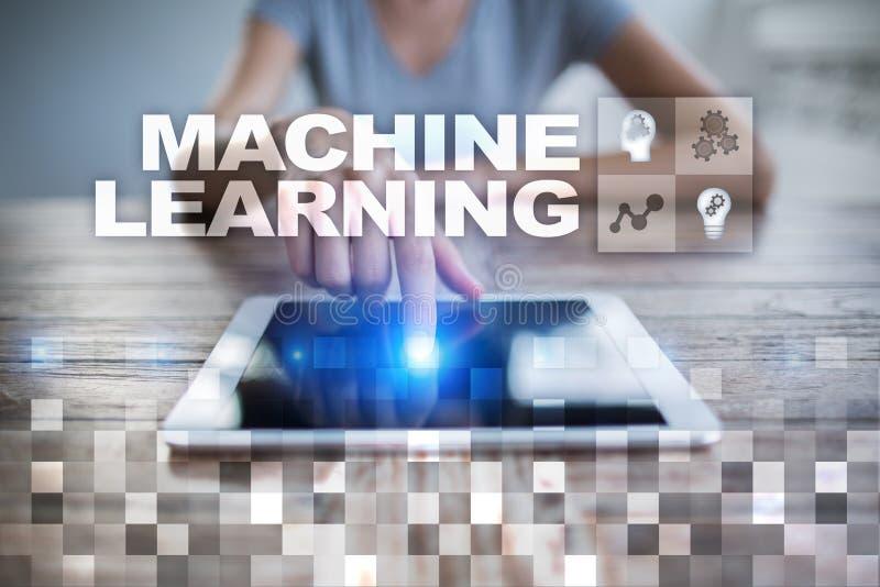 Machine het leren Tekst en pictogrammen op het virtuele scherm Zaken, Internet en technologieconcept royalty-vrije stock foto