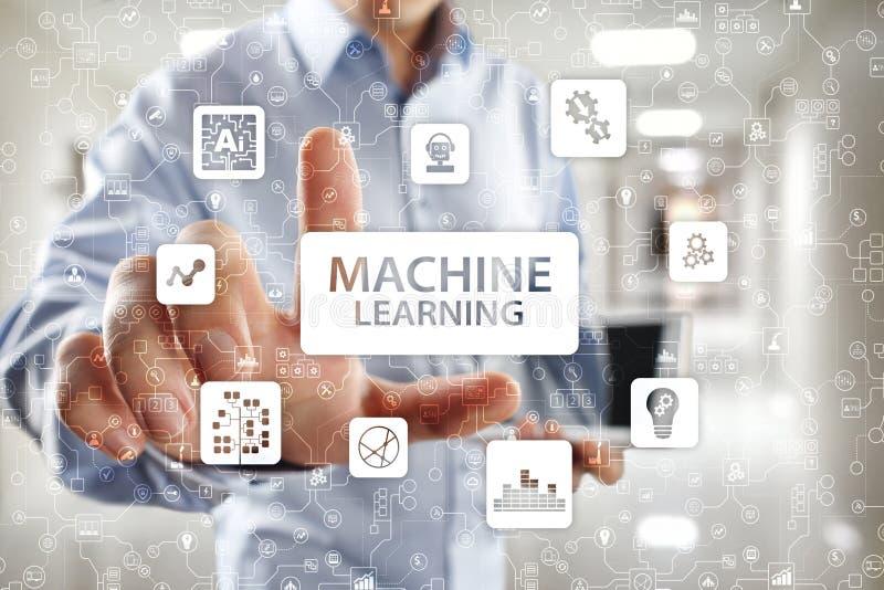 Machine het leren Tekst en pictogrammen op het virtuele scherm Zaken, Internet en technologieconcept royalty-vrije stock fotografie