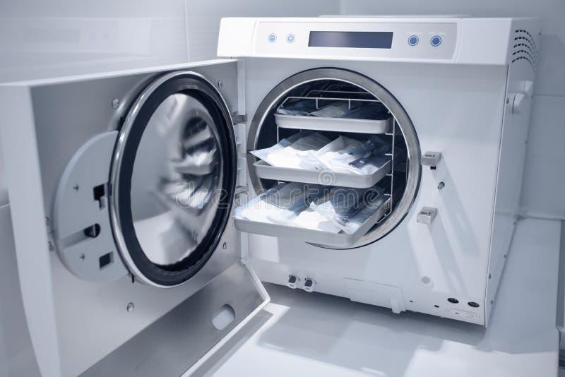 Machine om medische apparatuur te steriliseren stock afbeelding
