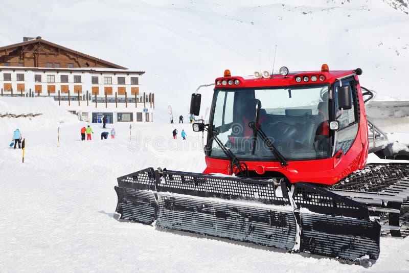 Machine pour des préparations de pente de ski image stock