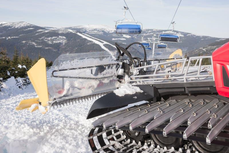Machine pour les préparations de ski de pente images libres de droits