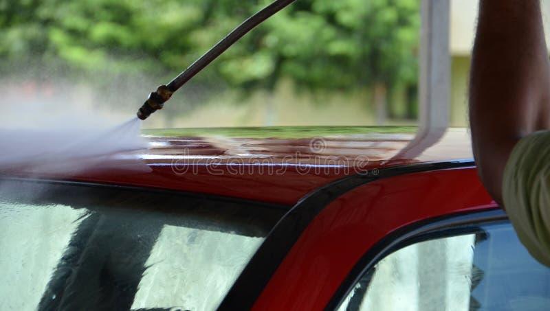 Machine propre de Washington de véhicule, lavage de voiture avec l'éponge et boyau images libres de droits
