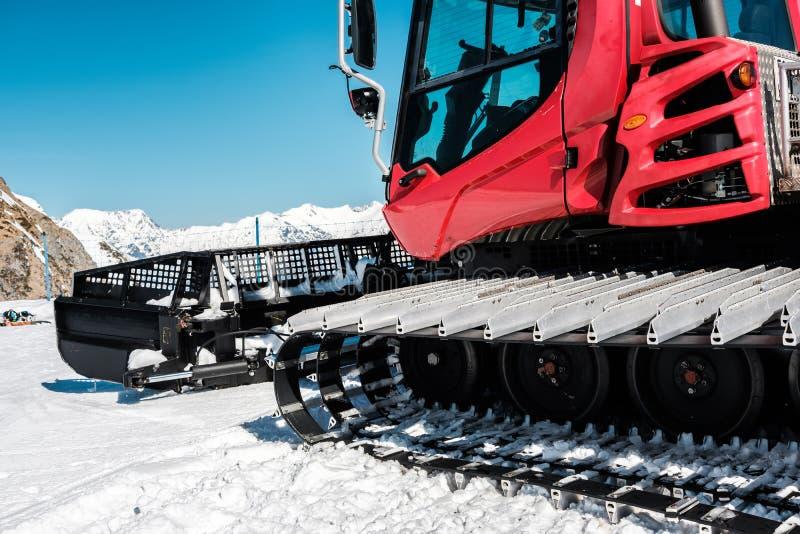 Machine Ratrak de toilettage de neige Horizontal de montagne de l'hiver photo libre de droits