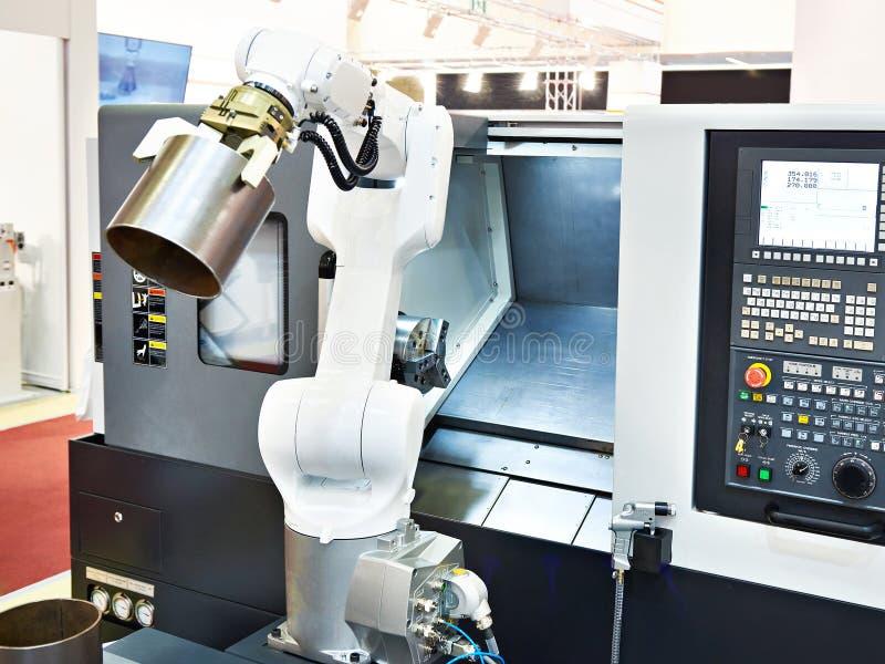 Machine robotique de bras et de tour de commande numérique par ordinateur image stock