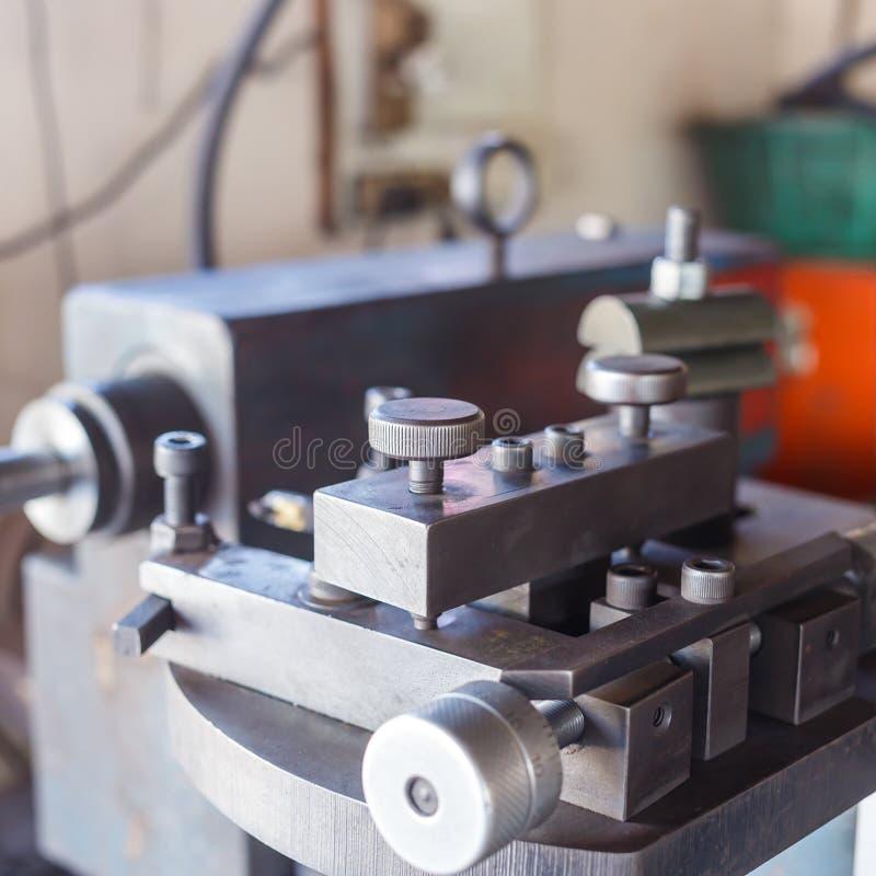 Download Machinecontrole in fabriek stock afbeelding. Afbeelding bestaande uit molen - 39115515