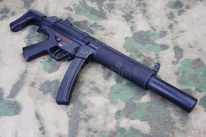 Machinepistool MP5 met knalpot stock afbeelding