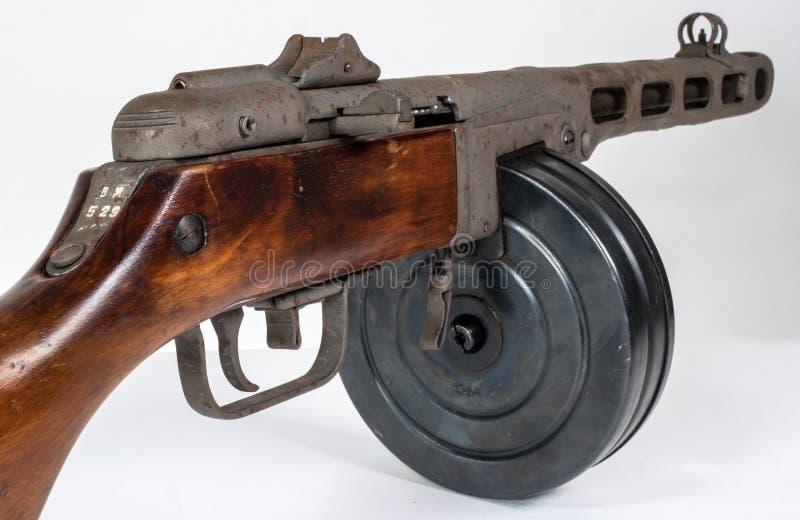 Machinepistool ppsh-41 op een lichte achtergrond stock foto's