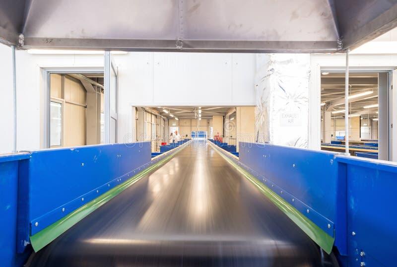 Machines à chaînes de bandes de conveyeur pour disposer le compost images libres de droits