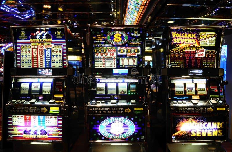 Machines à sous - casino - jeux d'argent - chance photographie stock