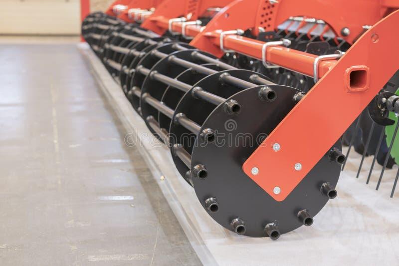 Machines agricoles pour la culture de sol Nouveaux modèles modernes des machines agricoles image stock