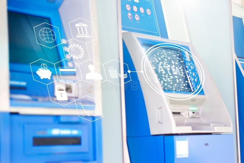 Machines d'atmosphère avec l'icône d'opérations bancaires de réseau global, argent automatique photographie stock