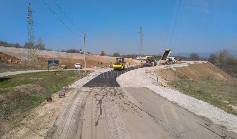 Machines de asphaltage sur le chantier de construction pr?t pour le travail sur la route photographie stock libre de droits