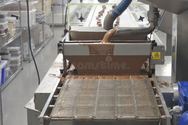 Machines de fabrication de chocolat dans l'usine de chocolat photos libres de droits