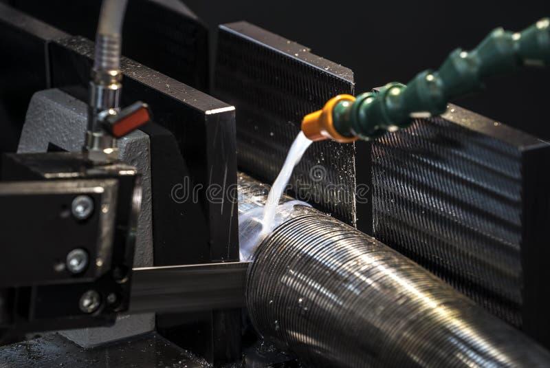 Machines de scie à ruban de coupe en métal images libres de droits