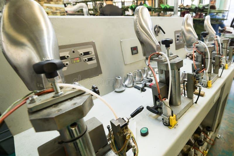 Machines et équipement de l'usine de chaussure photo stock