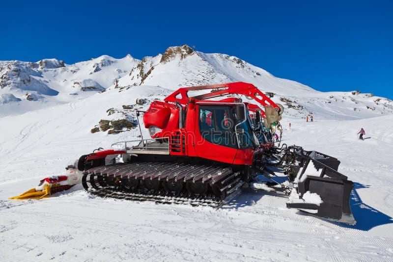Machines pour les préparations de ski de pente chez mauvais Hofgastein Autriche images stock