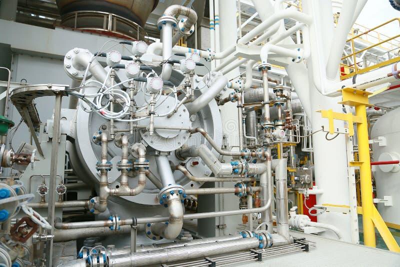 Machineturbine in olie en gasinstallatie voor de eenheid van de aandrijvingscompressor voor verrichting Turbine die met oude en g stock fotografie