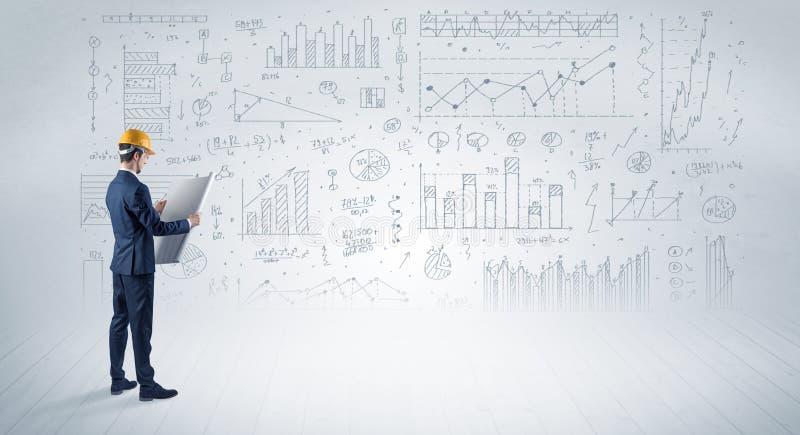 Machinez tenir un plan et une position avec des graphiques, des diagrammes et des rapports sur le fond photographie stock