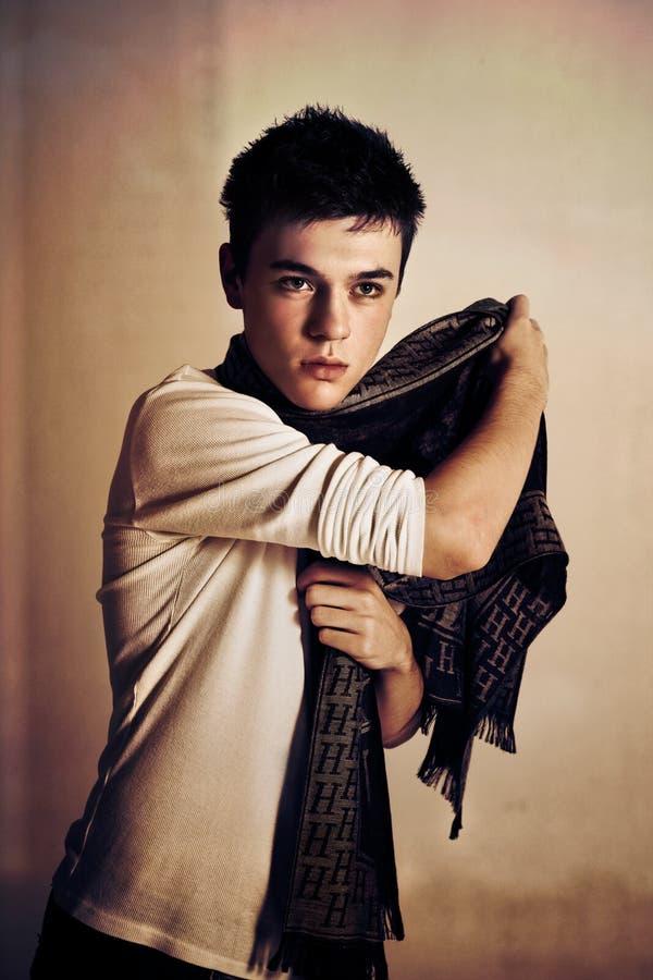 Macho adolescente com lenço foto de stock royalty free