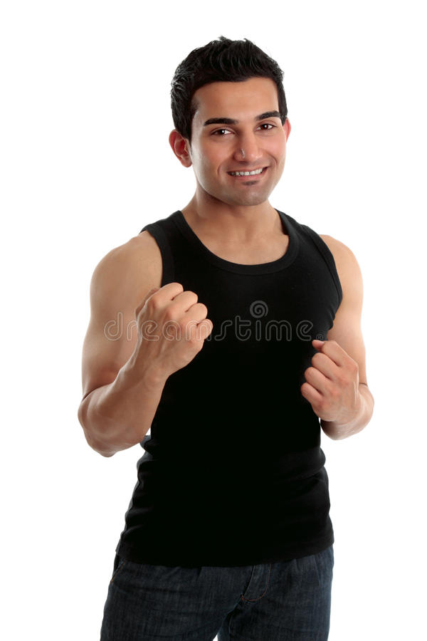 Macho adulto que sustenta dois punhos e sorrisos foto de stock royalty free