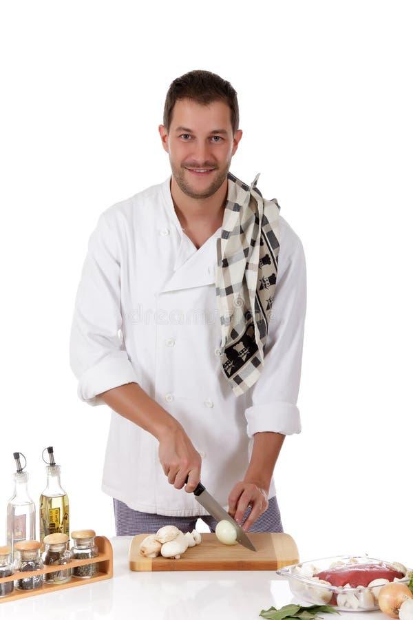 Macho caucasiano do cozinheiro chefe novo, rostbief saboroso imagem de stock royalty free