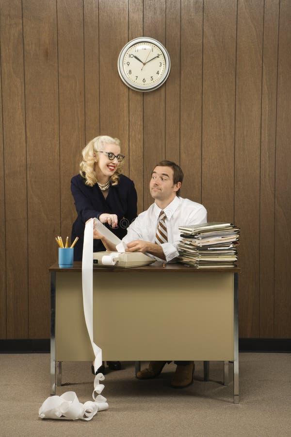 Macho com a fêmea no escritório imagens de stock royalty free