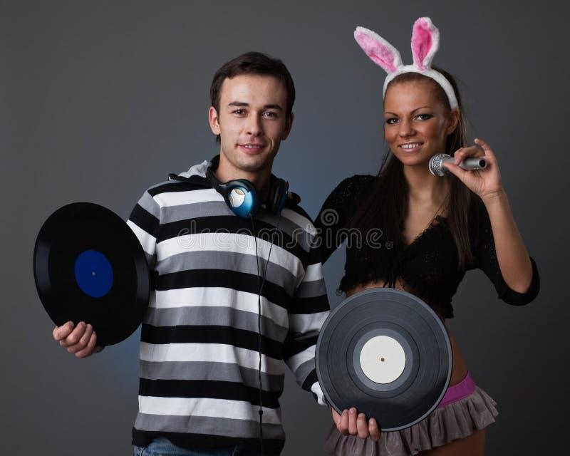 Macho DJ e menina bonita fotografia de stock