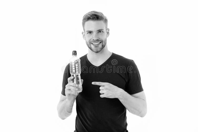Macho punktfinger på vattenflaskan som isoleras på vit Lyckligt manleende med den plast- flaskan Törstat och hälsa stay arkivbilder