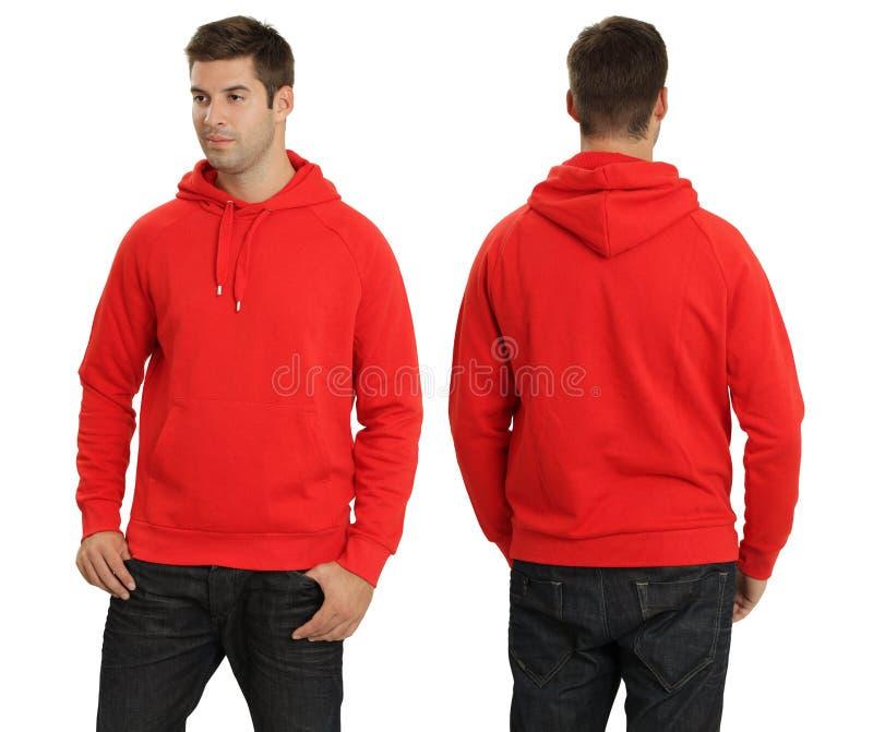 Macho que desgasta o hoodie vermelho em branco foto de stock royalty free