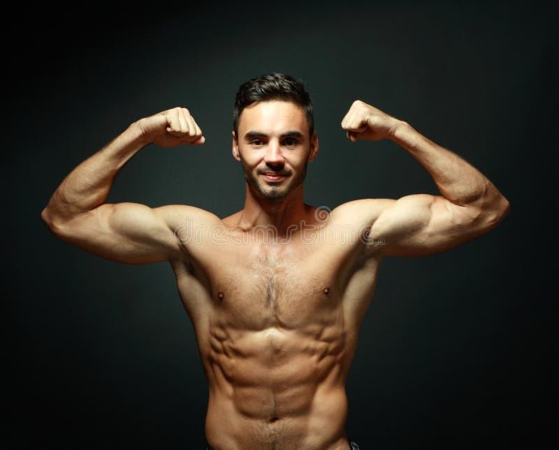 macho topless manstående arkivfoton