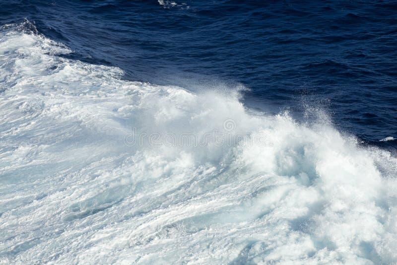 Macht van de Oceaangolven royalty-vrije stock afbeelding