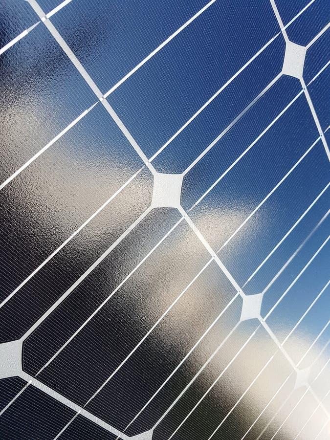 Macht van zonne-energie Nuttig, modern en goedkoop Groot voor milieu royalty-vrije stock foto