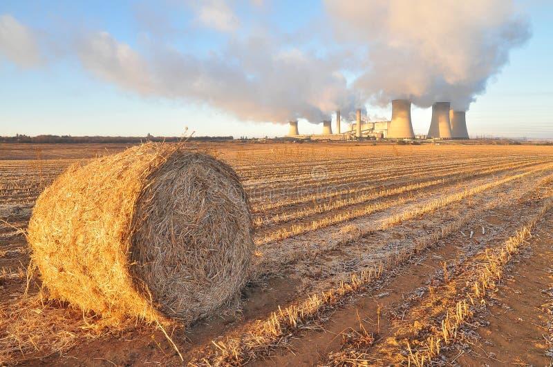 Macht versus Landbouw royalty-vrije stock afbeeldingen