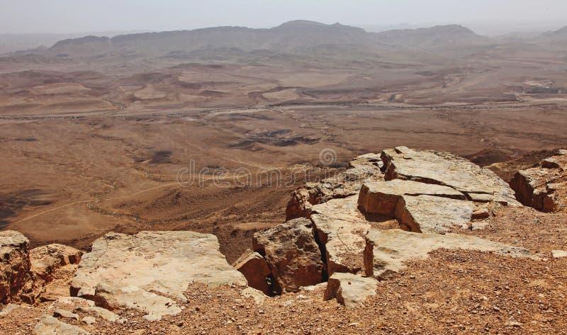 Machtesh Ramon - cratere di erosione nel deserto di Negev, il punto di riferimento naturale pi? pittoresco di Israele fotografie stock