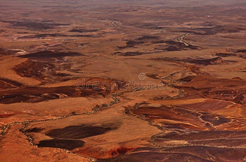 Machtesh Ramon - erosiekrater in de Negev-woestijn, het schilderachtigste natuurlijke ori?ntatiepunt van Isra?l stock afbeeldingen