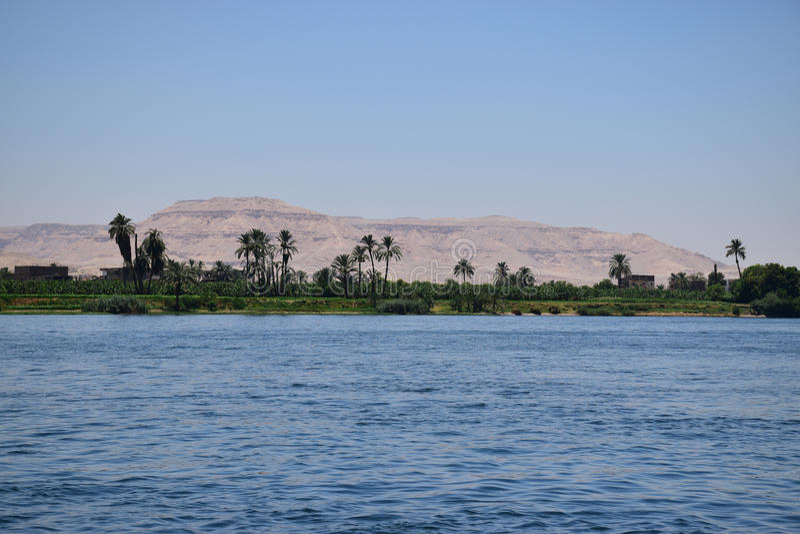 Machtige rivier Nile Valley in Egypte stock afbeelding