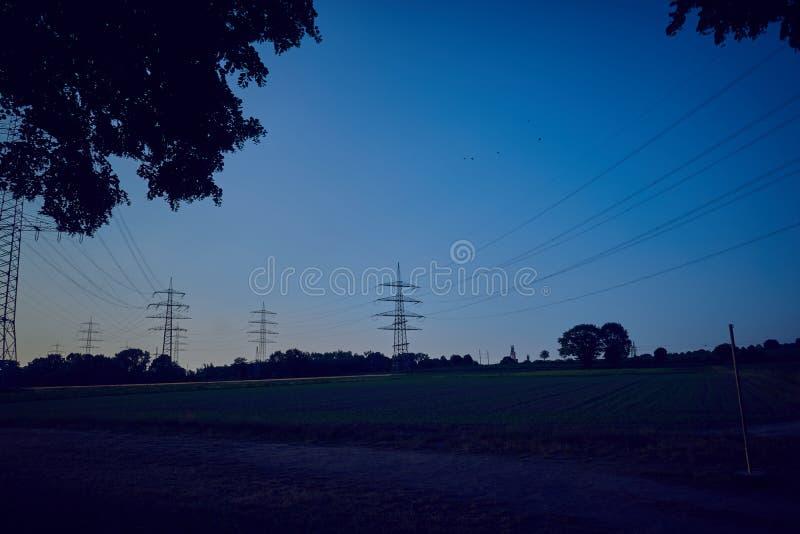 Machtspolen in een zonsondergang royalty-vrije stock foto