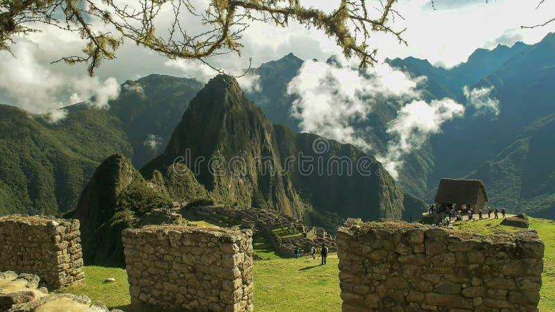 Machu picchu废墟和一个石墙 免版税库存照片