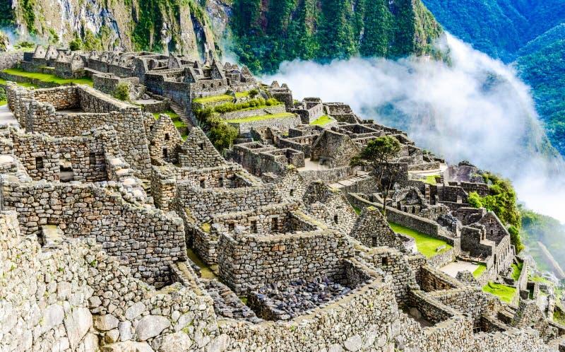 Machu Picchu, руины Incas в Андах на Cuzco, Перу стоковая фотография rf
