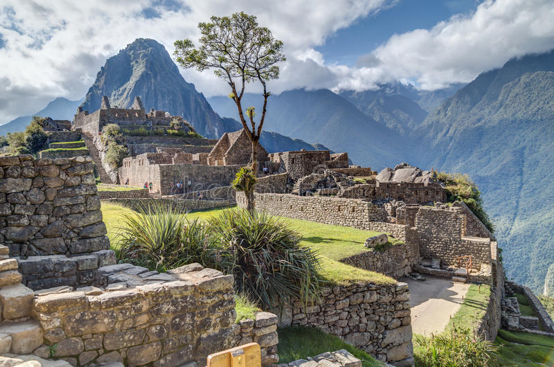 Machu Picchu, Aguas Calientes/Перу - около июнь 2015: Руины города Machu Picchu священного потерянного Incas в Перу стоковая фотография