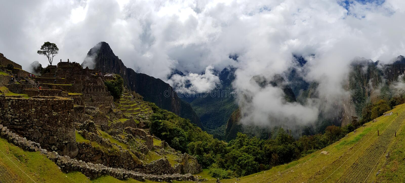 Machu Picchu, Incnca-ruïnes in de Peruviaanse Andes stock foto