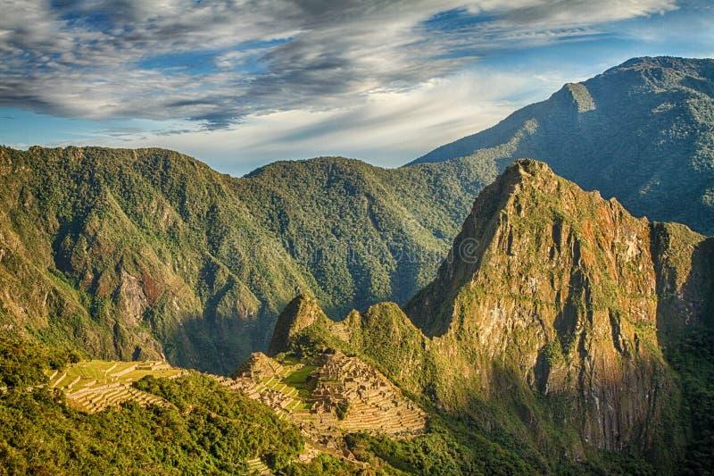 Machu Picchu, Peru A cidade antiga do Inca, situada no Peru na montanha uma altura de 2.450 medidores fotos de stock