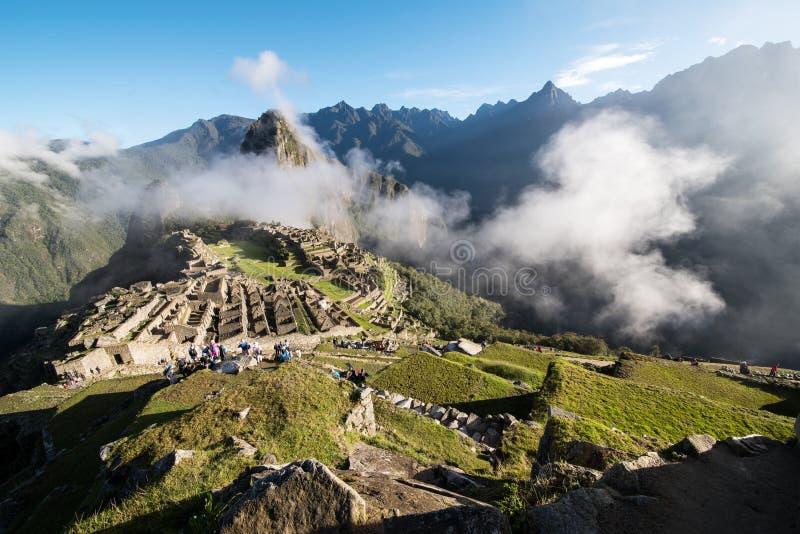 Machu Picchu Peru med moln royaltyfri bild