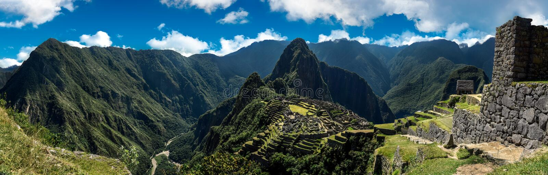 Machu Picchu Peru - panoramautsikt på ett berg royaltyfria foton