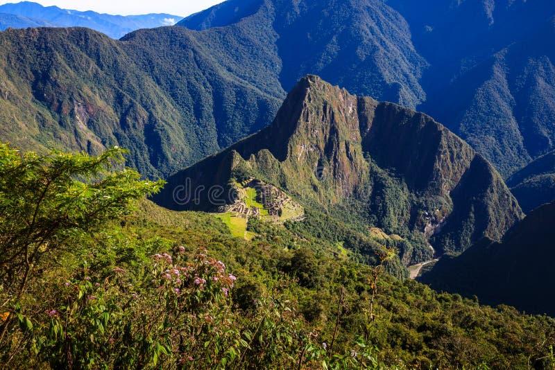 Machu Picchu situado na região de Cusco de Peru fotografia de stock