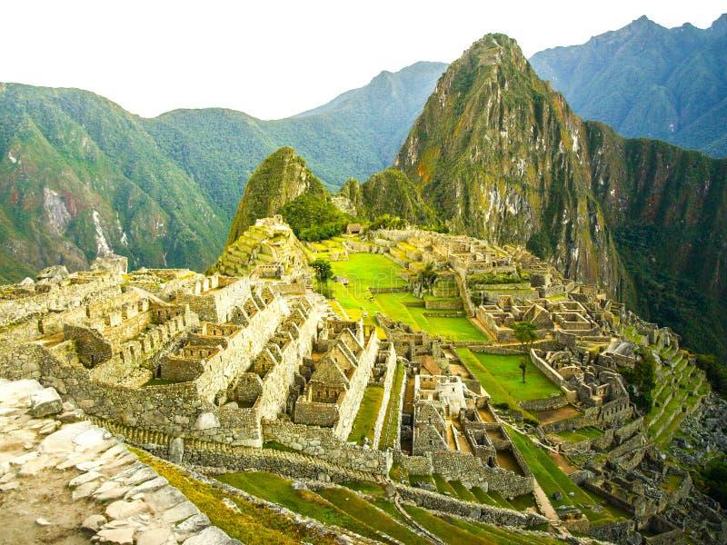 Machu Picchu - verlorene Stadt von Inkas Historische Zitadelle über heiligem Tal mit Urubamba-Fluss in Peru lizenzfreies stockfoto